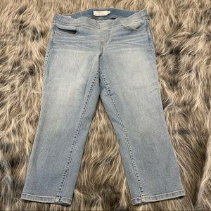 Torrid cropped stretchy jeans ! SZ 10